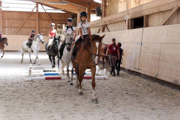 École d'équitation, manège, Ferme équestre les Kà, Vuadens, Bulle, Gruyère, éveil équestre, cheval